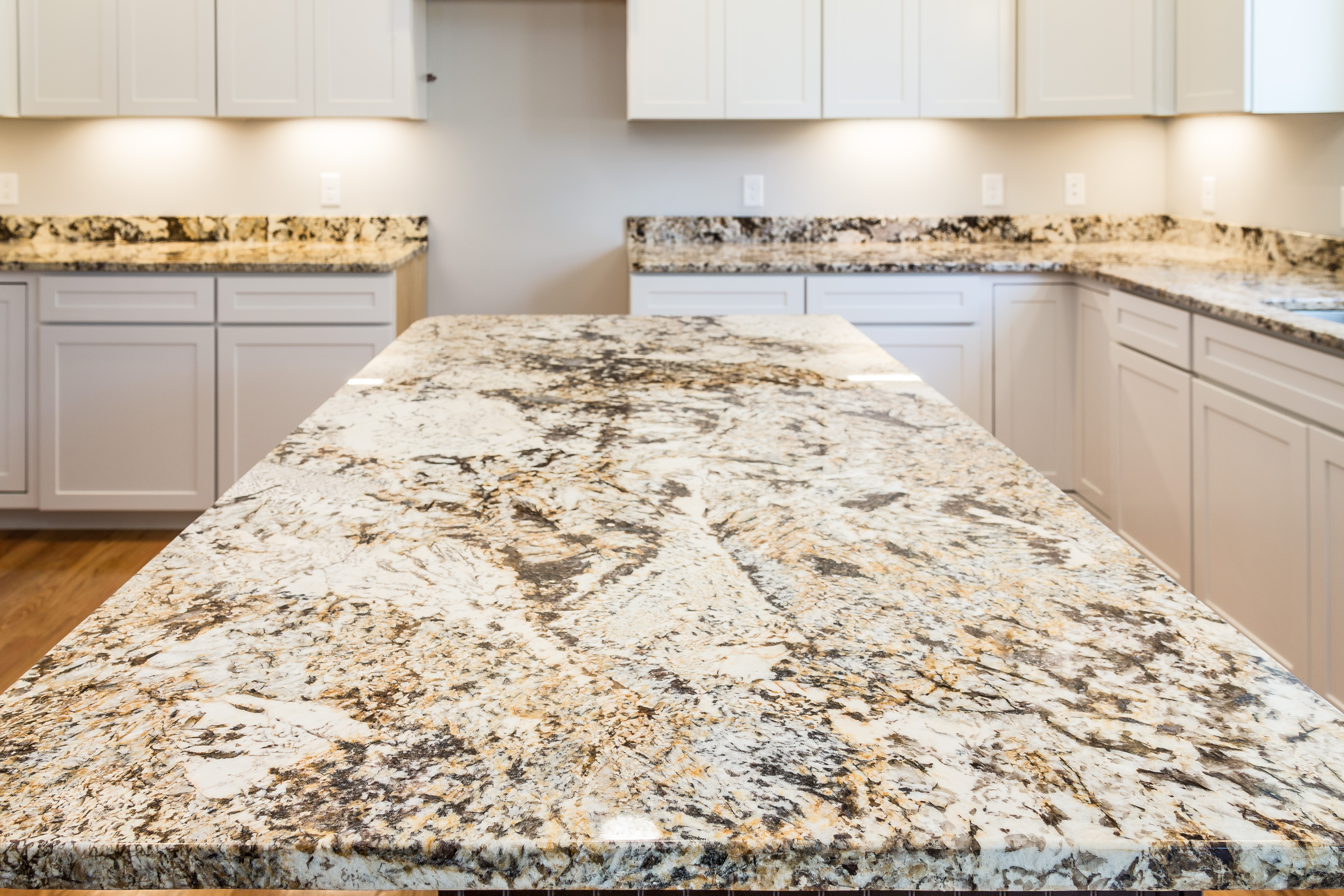 Granite vs quartz quartz vs granite countertops heat for Quartz countertops or granite